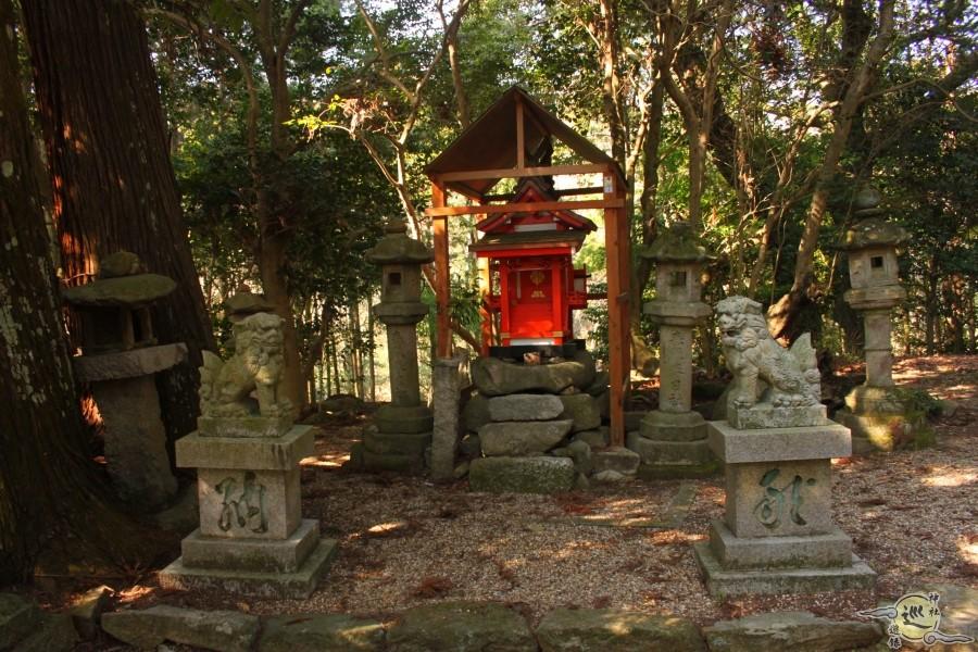 宅布世神社